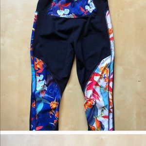 Athleta 7/8 tights in Tropical Paradise small